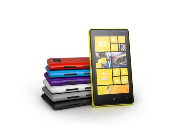 http://phoneworld.com.pk/wp-content/uploads/2012/09/product_nokiaLumia820ColorRange_Page.jpg