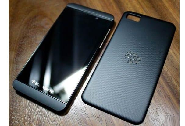 http://phoneworld.com.pk/wp-content/uploads/2013/01/blackberry-z10.jpg