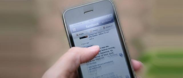 http://phoneworld.com.pk/wp-content/uploads/2013/08/Facebook-on-an-iPhone-010.jpg