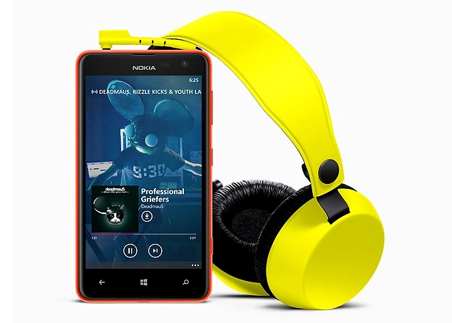 https://phoneworld.com.pk/wp-content/uploads/2013/10/Nokia-Lumia-625-and-Coloud.jpg
