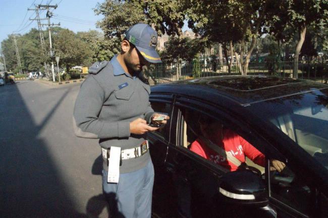 https://phoneworld.com.pk/wp-content/uploads/2014/01/traffic-police-Copy.jpg