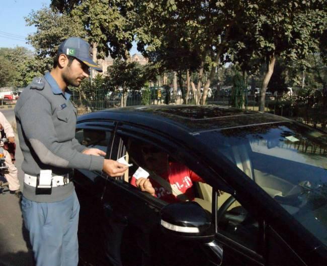 https://phoneworld.com.pk/wp-content/uploads/2014/01/traffic-police1-Copy.jpg