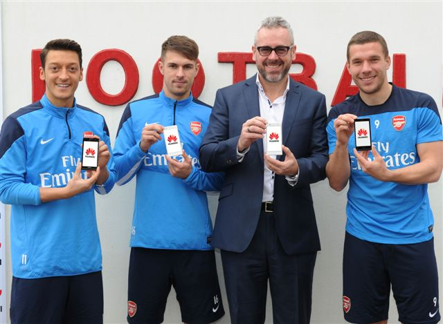 https://phoneworld.com.pk/wp-content/uploads/2014/02/Arsenal-Football-Club-team.jpg