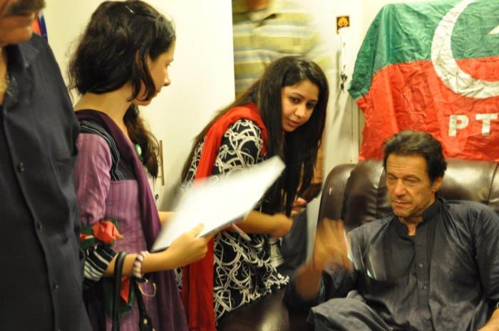 http://phoneworld.com.pk/wp-content/uploads/2014/11/imran-khan-mpolitics.jpg