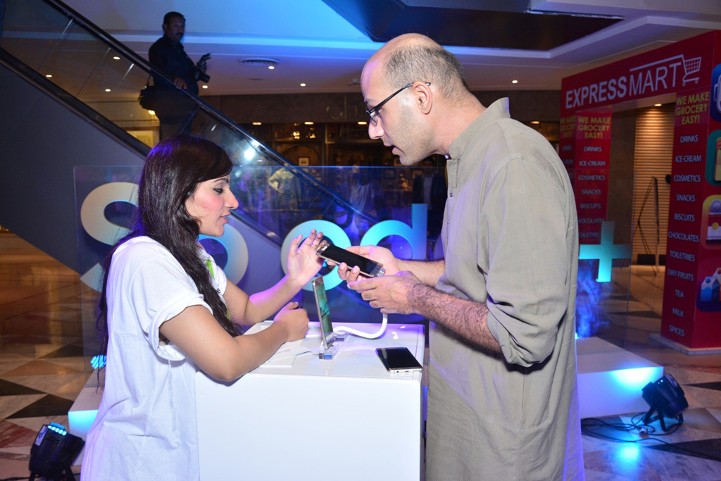 """Samsung Opens """"Experience Zone"""" in Fortress Square Mall, Lahore"""