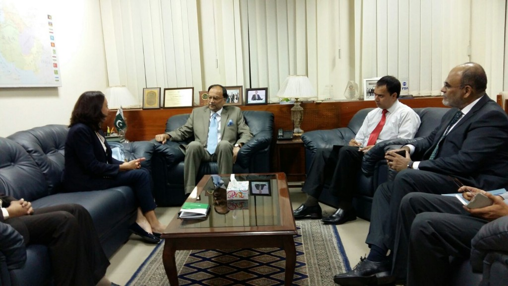 Microsoft's Regional GM Meets Ministers & Officials to Discuss a Future Roadmap for IT in Pakistan