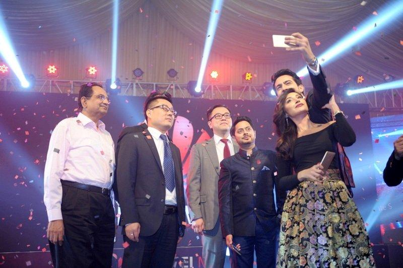 Ali Safina and Hira Tareen taking selfie with Huawei officials