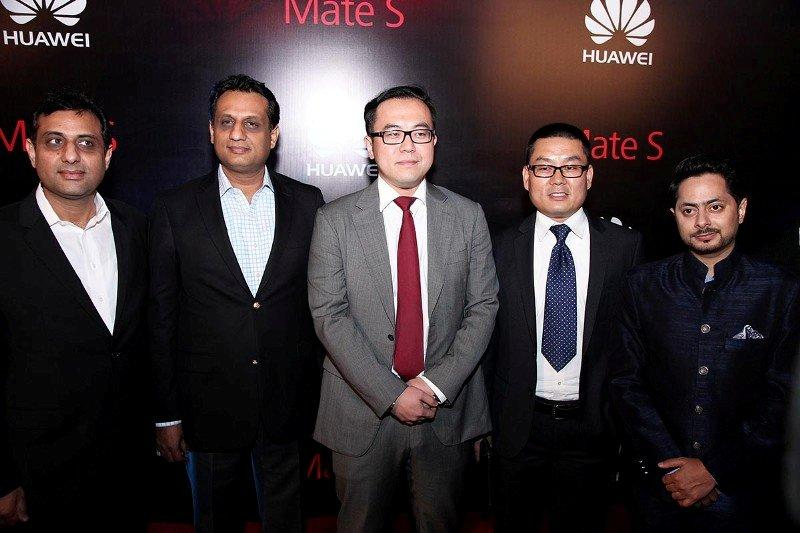 Mr.Moazzam Paracha, Mr. Muzaffar Paracha, Air Link with Mr Shawn, GM Huawei Devices and Mr. Fraz M Khan, Marketing Head, Huawei