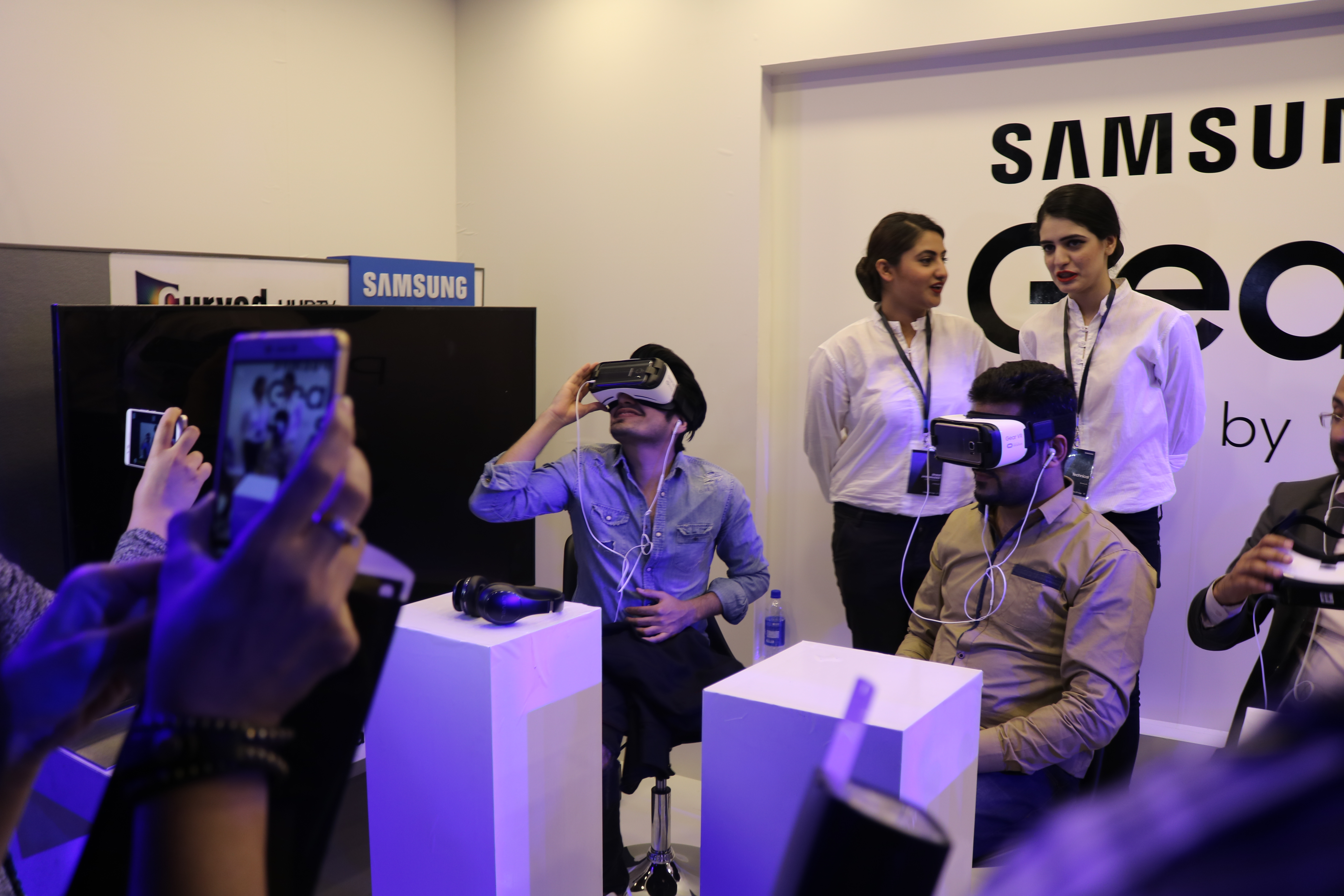 Samsung Organizes Launch Event of Samsung Galaxy S7 & S7 Edge at CineStar IMAX Lahore
