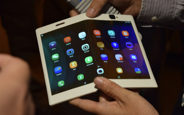 Lenovo Shows Off Bendable Phones and Tablets Prototypes